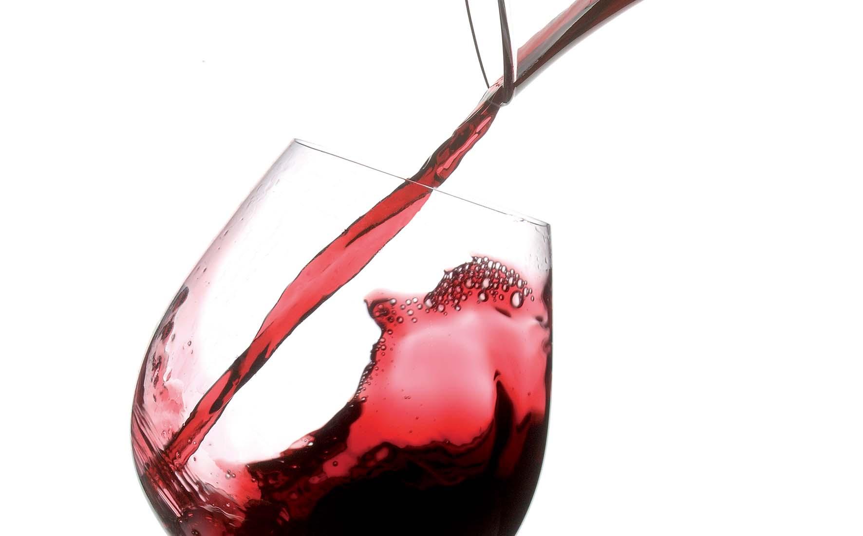 apt trento foto Baroni Vino rosso Bicchiere e decanter