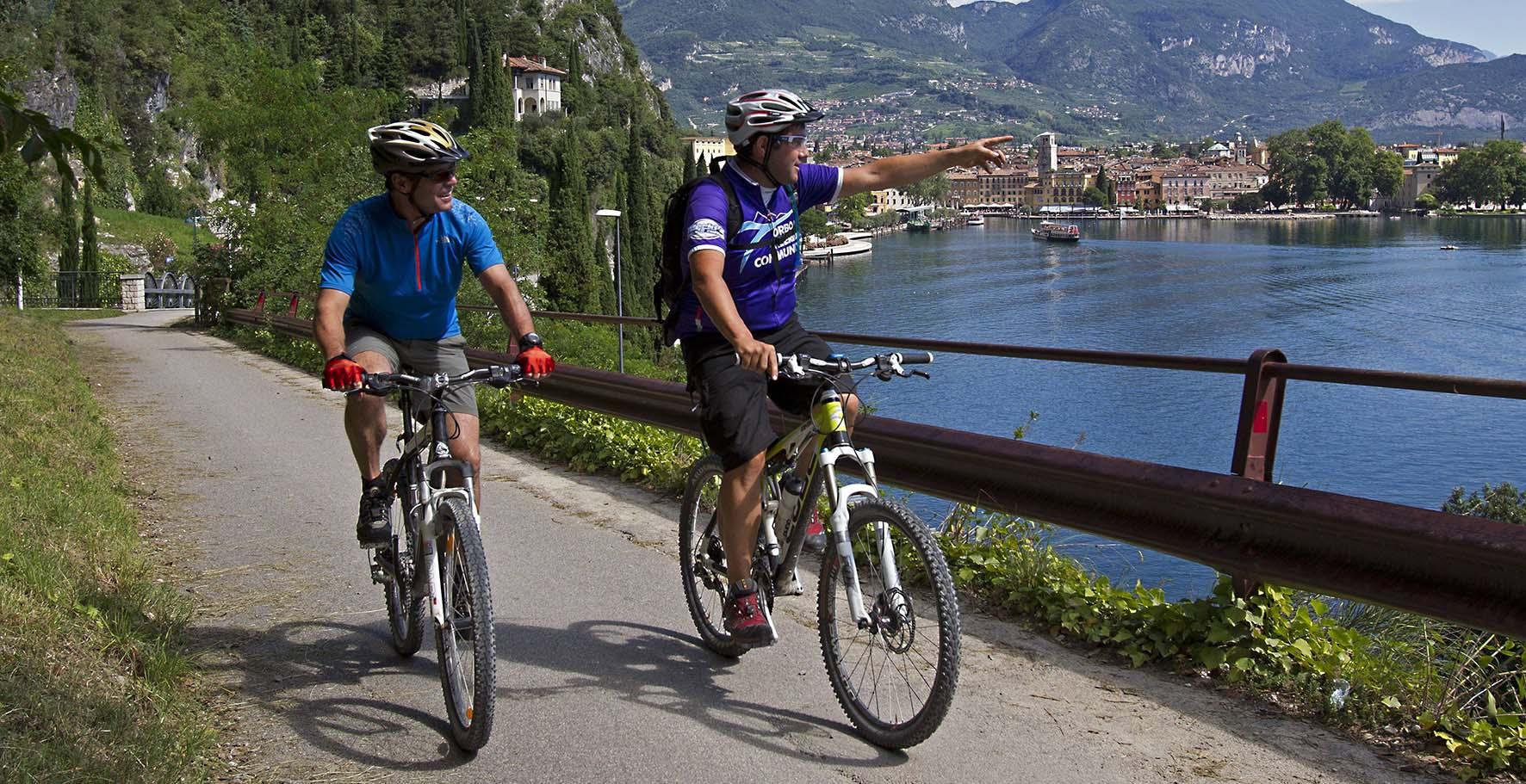 pista ciclabile ciclovia ciclisti