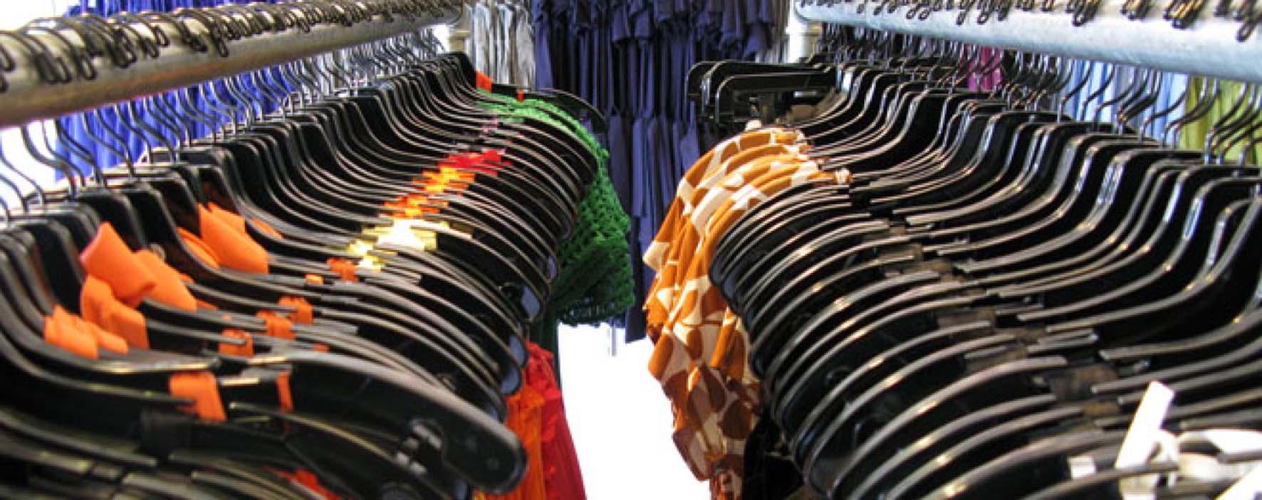 commercio crisi venedite grucce abiti