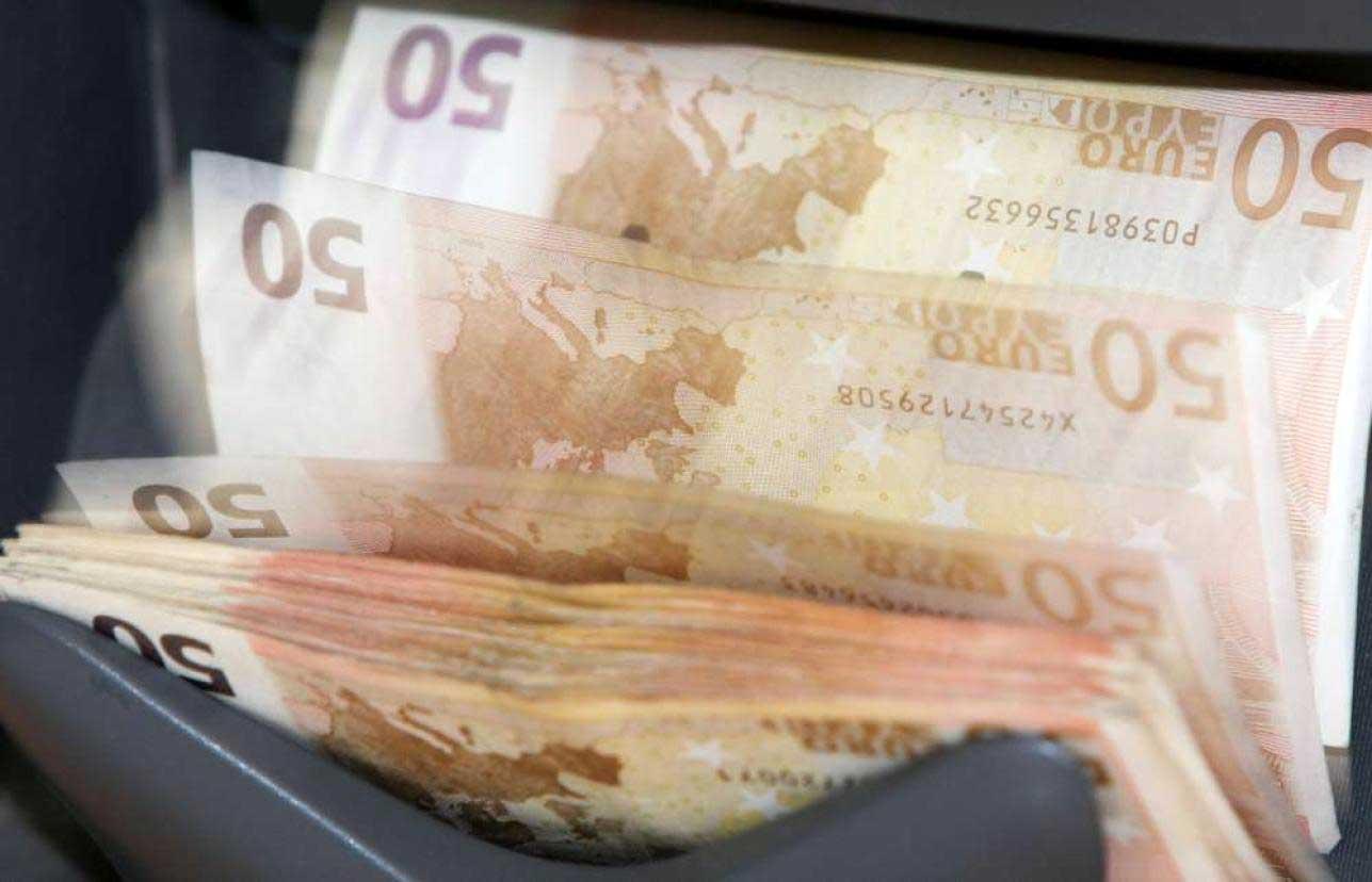 conti pubblici euro soldi macchina conta denaro banconote 50