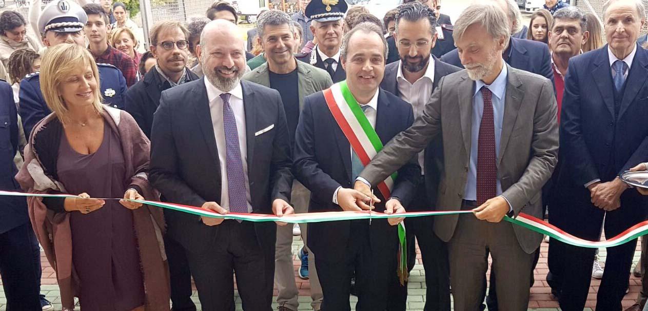 Poviglio inaugurazione ristrututrazione scuola Stefano Bonaccini sindaco comune Gianmaria Manghi graziano delrio