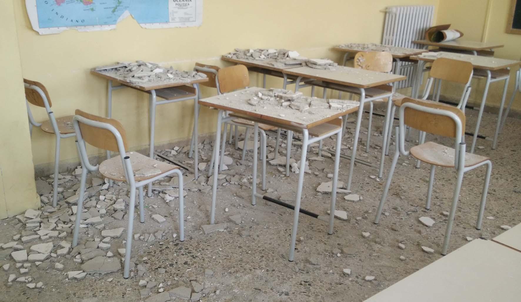 crolli intonaci in aule scolastiche scuole