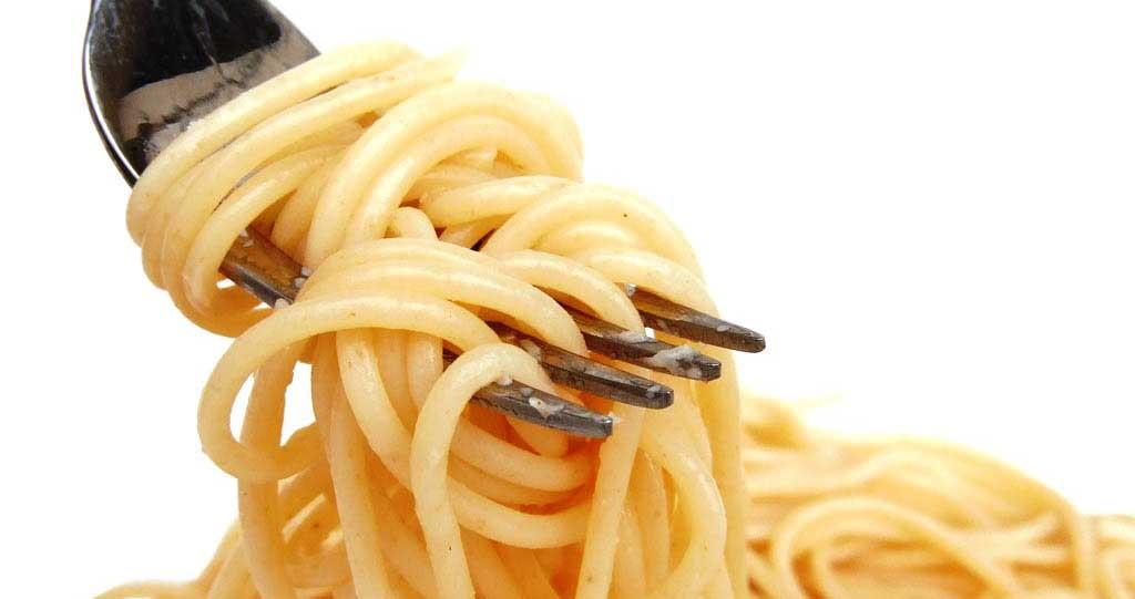 pasta spaghetti con forchetta
