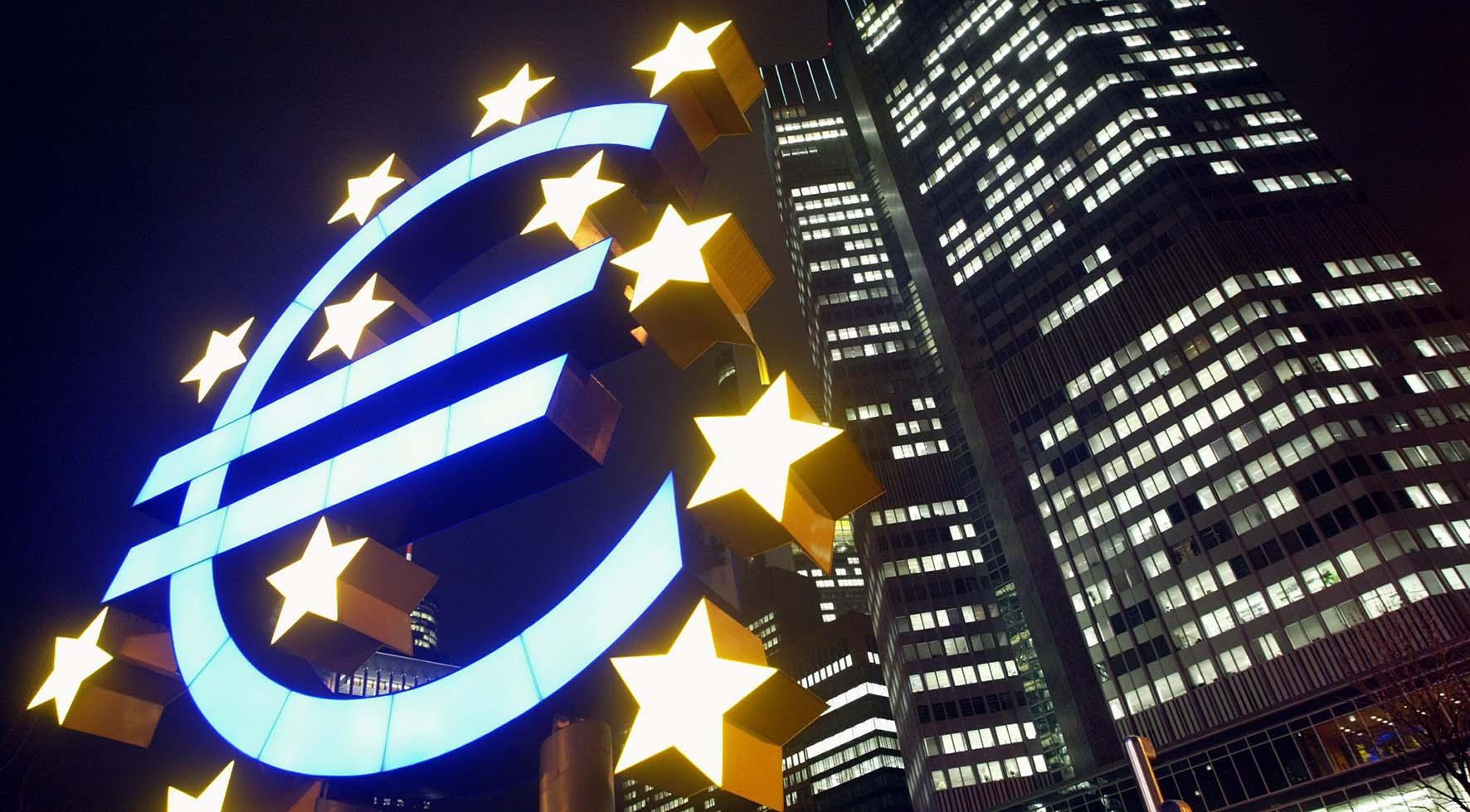 quantitative easing simbolo euro eurotower sede bce