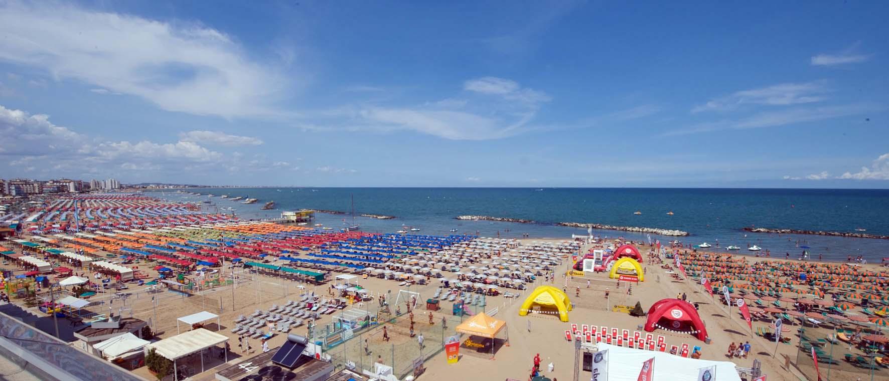 spiaggia rimini mare ombrelloni