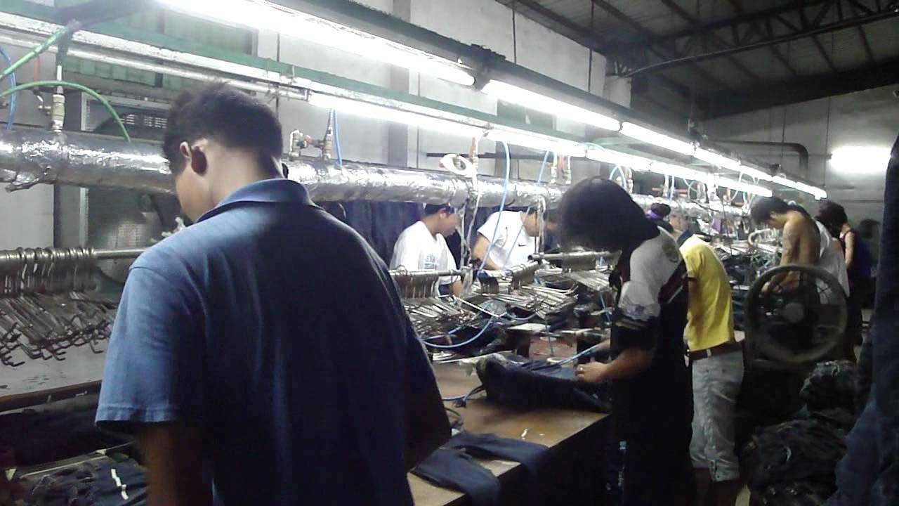 lavoro nero fabbrica jeans