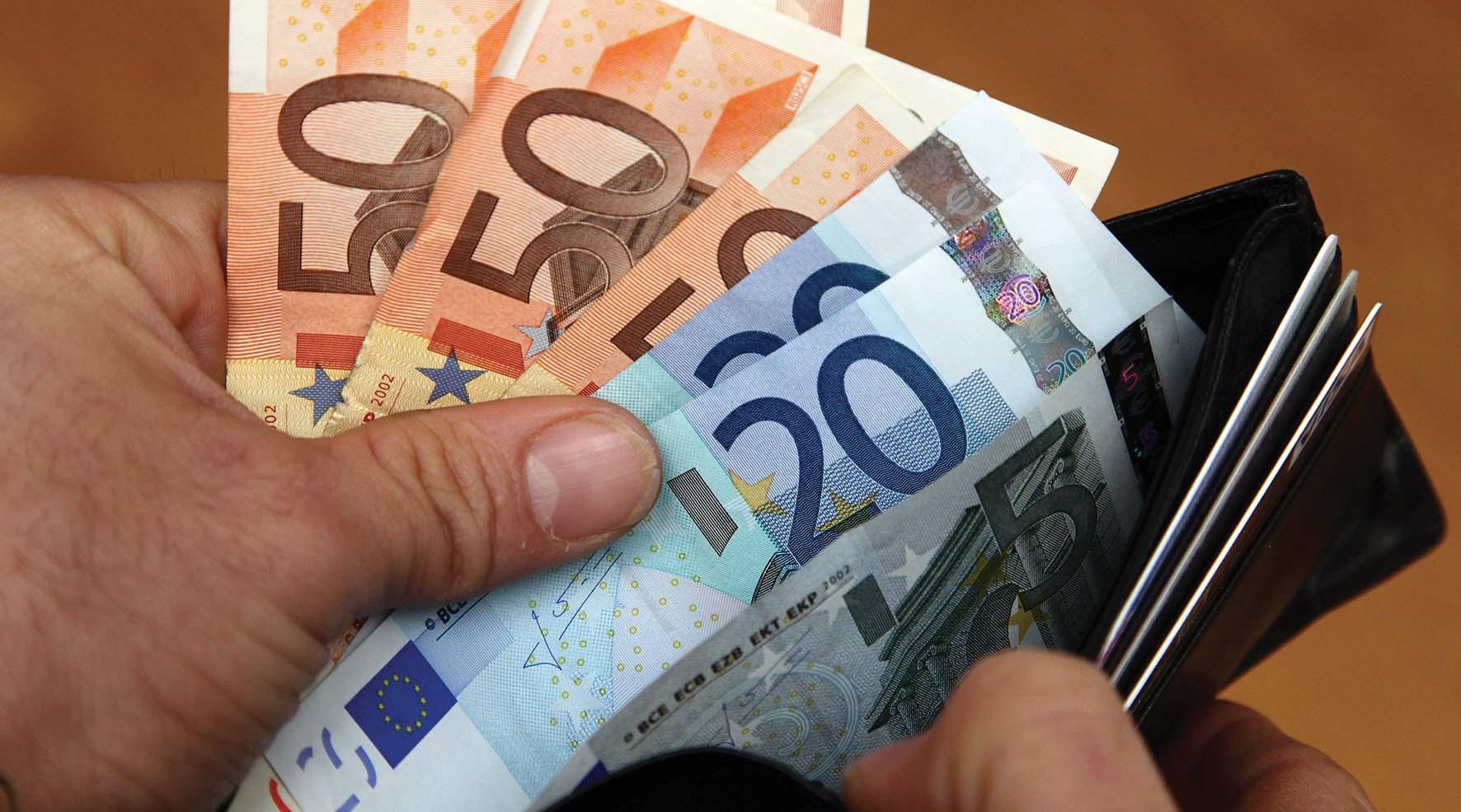 tempi di pagamento soldi euro biglietti portafoglio