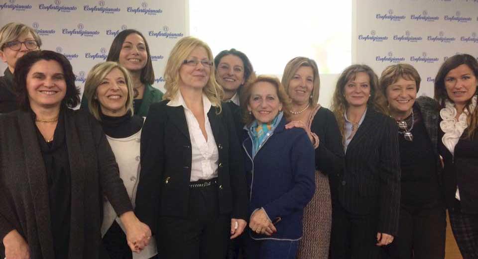 Confartigianato veneto Daniela Rader al centro con il gruppo dirigente di Donne Impresa