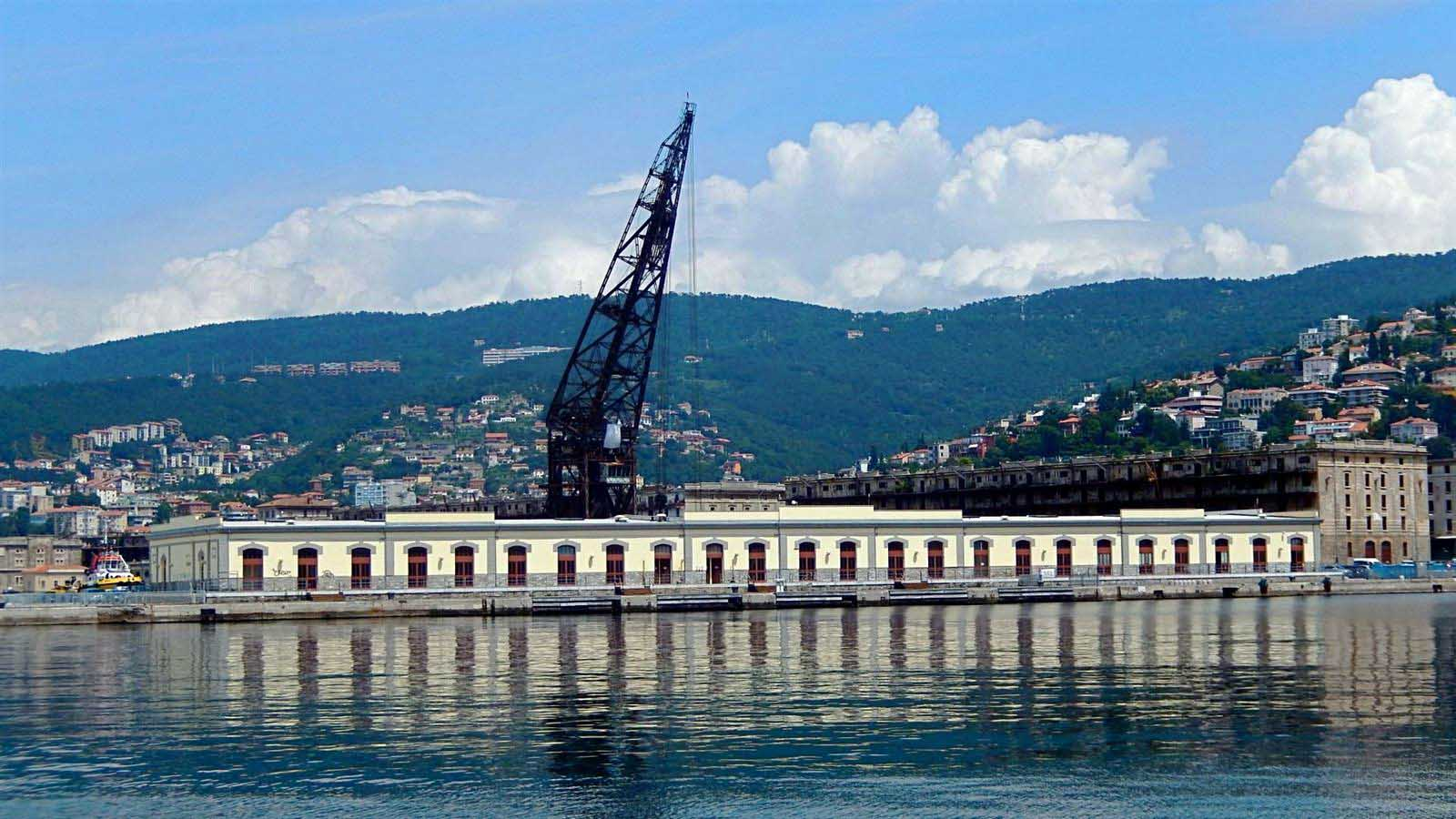 Trieste porto vecchio pontone Ursus