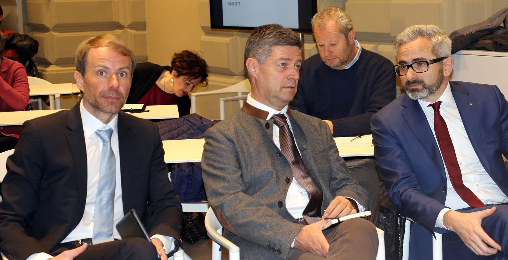 da sx direttore di Dipartimento Klaus Unterweger il direttore delAgenzia Demanio Josef Schmiedhofer il direttore del Centro Laimburg Michael Oberhuber