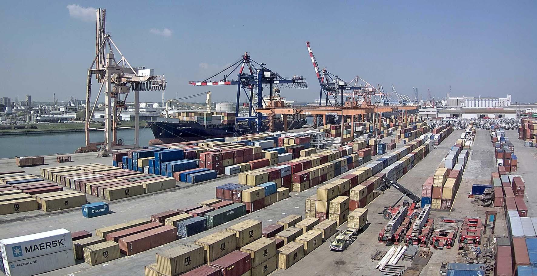 porto ravenna movimentazione container gru nave