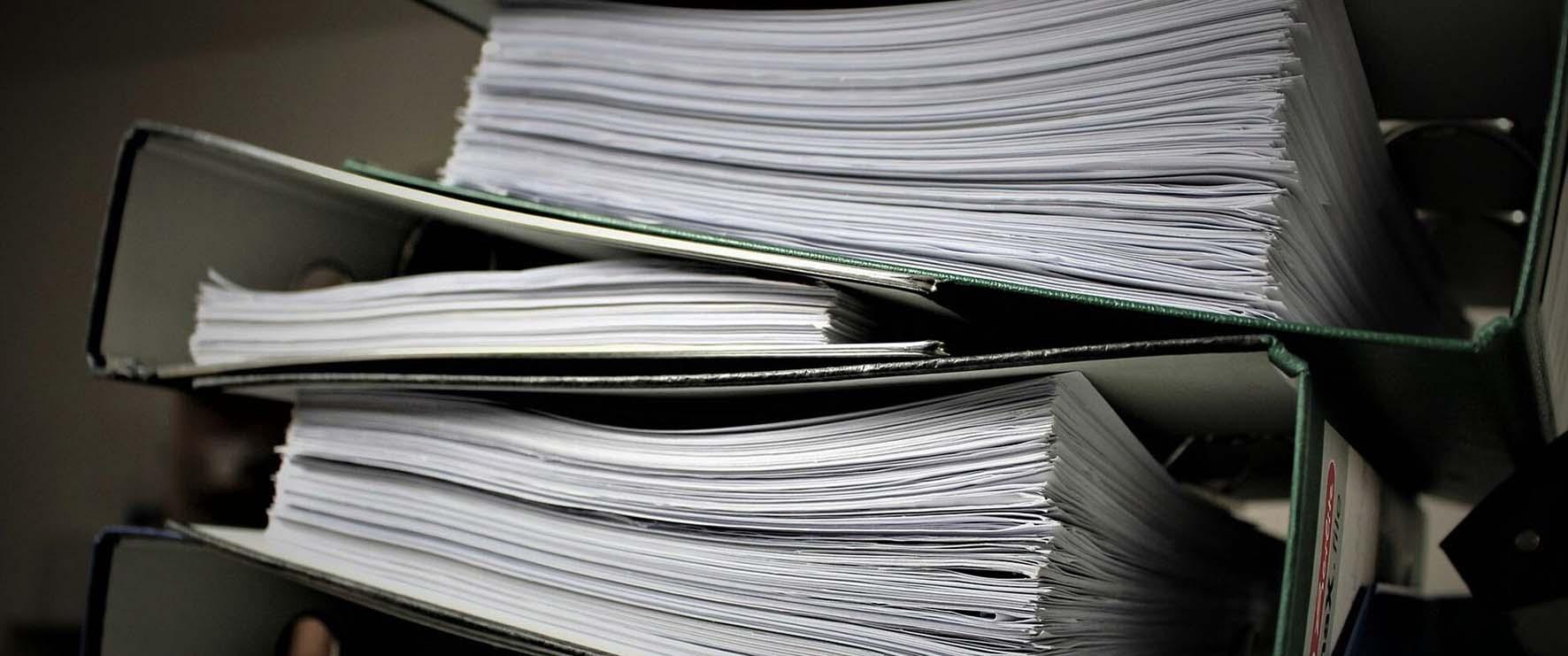 burocrazia carte faldoni