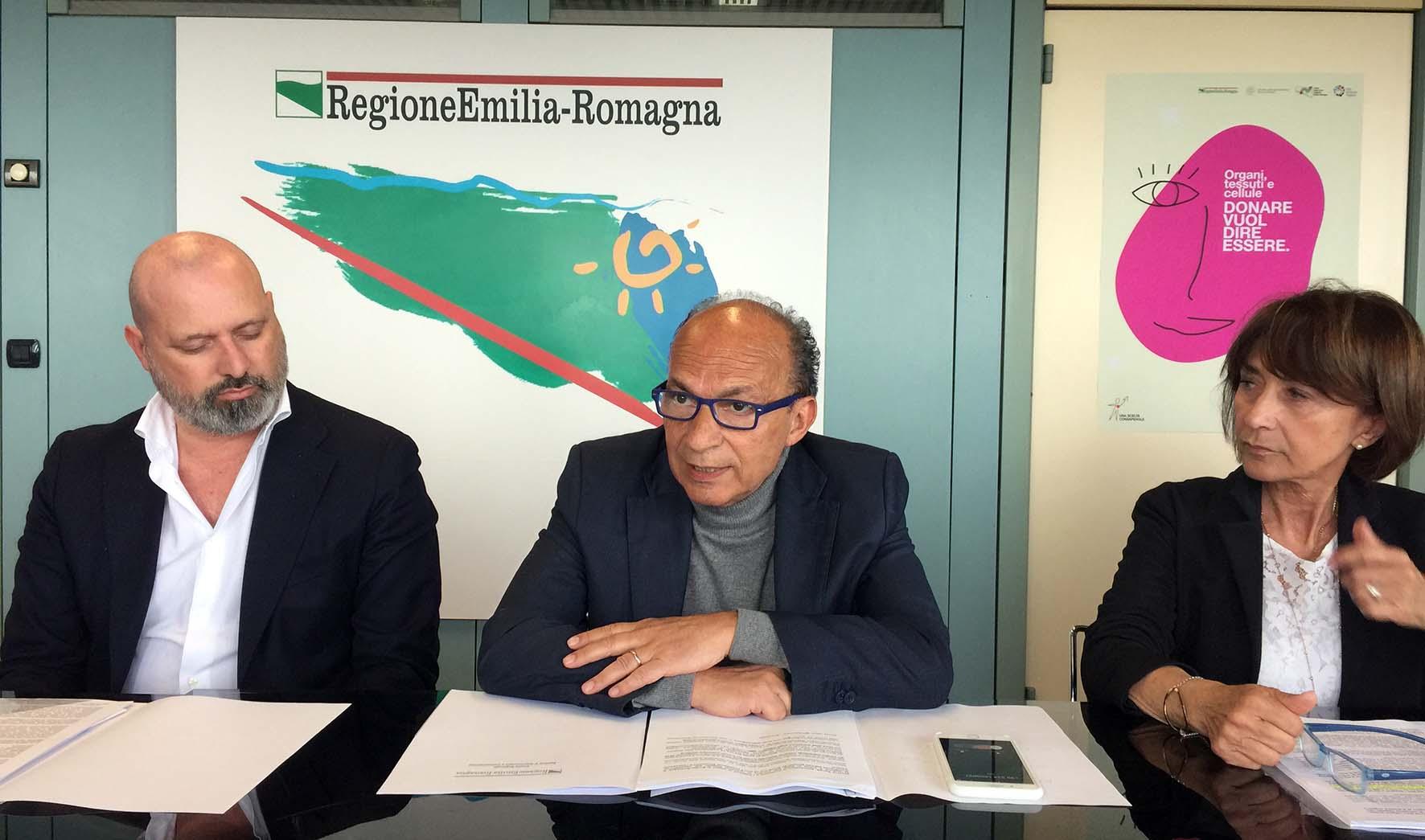 emilia romagna donazione organi da sx stefano bonaccini sergio venturi gabriella sangiorgi direttrice centro regionale trapianti