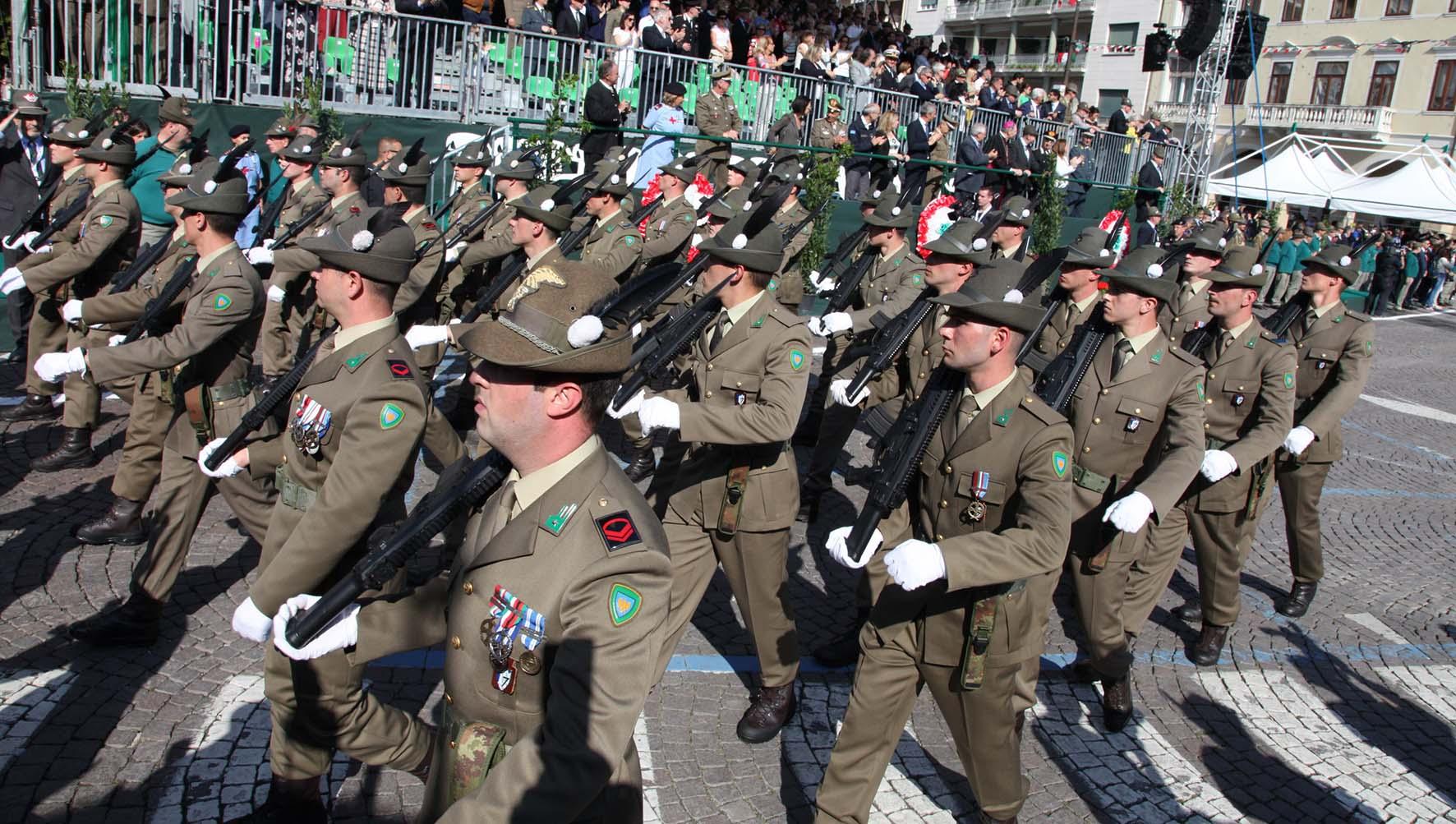 90 adunata alpini treviso 2017 sfilata militari