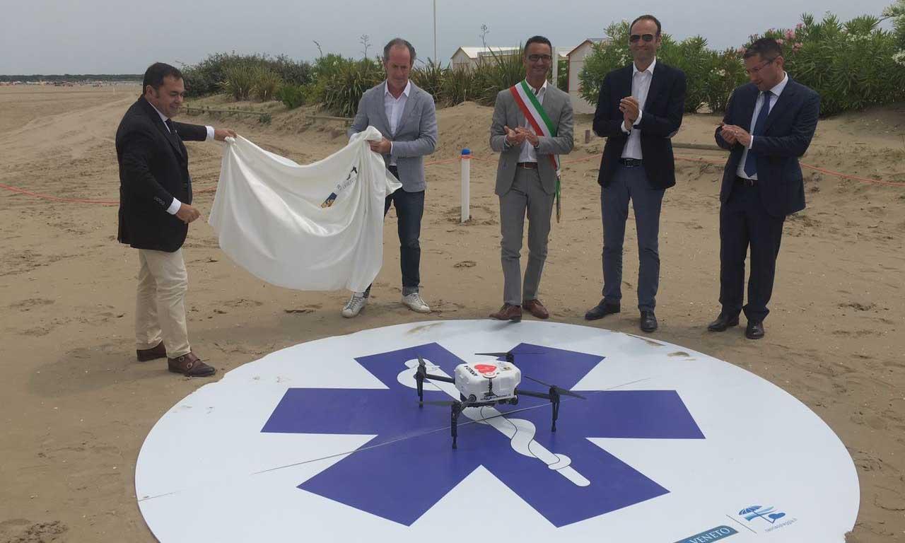 Regione veneto presentazione di Apollo4 drone salvavita con defibrillatore Zaia et altri 1