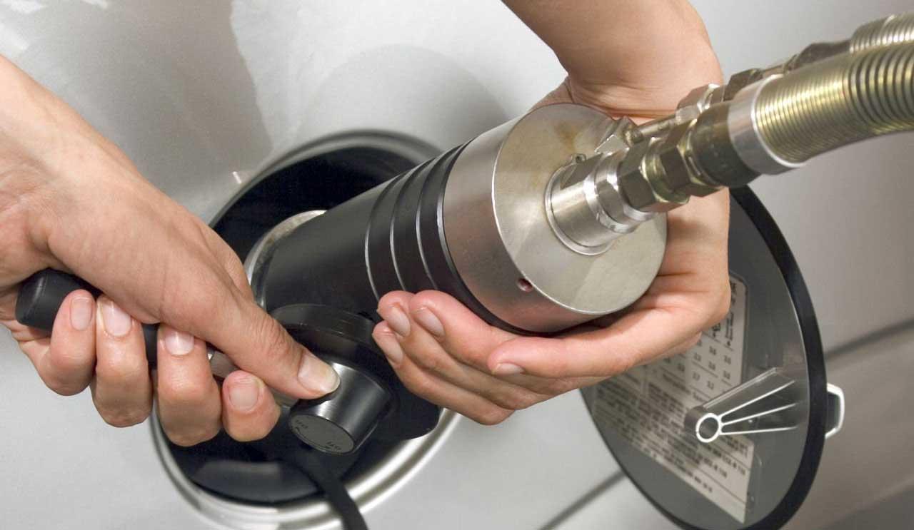 rifornimento gas metano auto