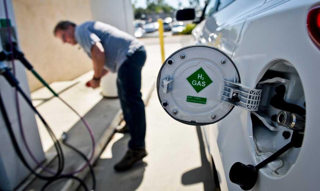 mobilità sostenibile rifornimento auto idrogeno