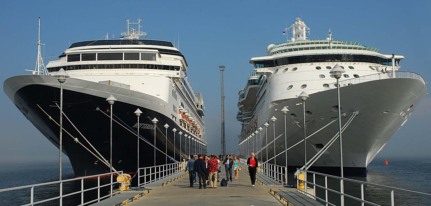 porto banchina ormeggio navi crociera