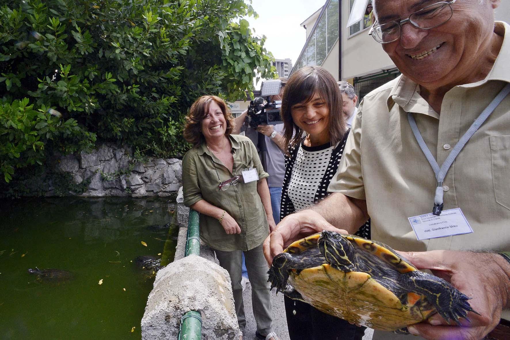 serracchiani visita enpa trieste tartaruga