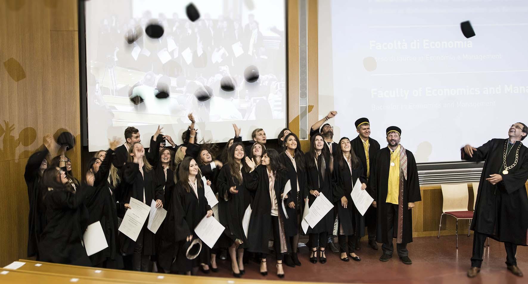 UnBz cerimonia consegna diplomi laurea 2017 lancio tocco