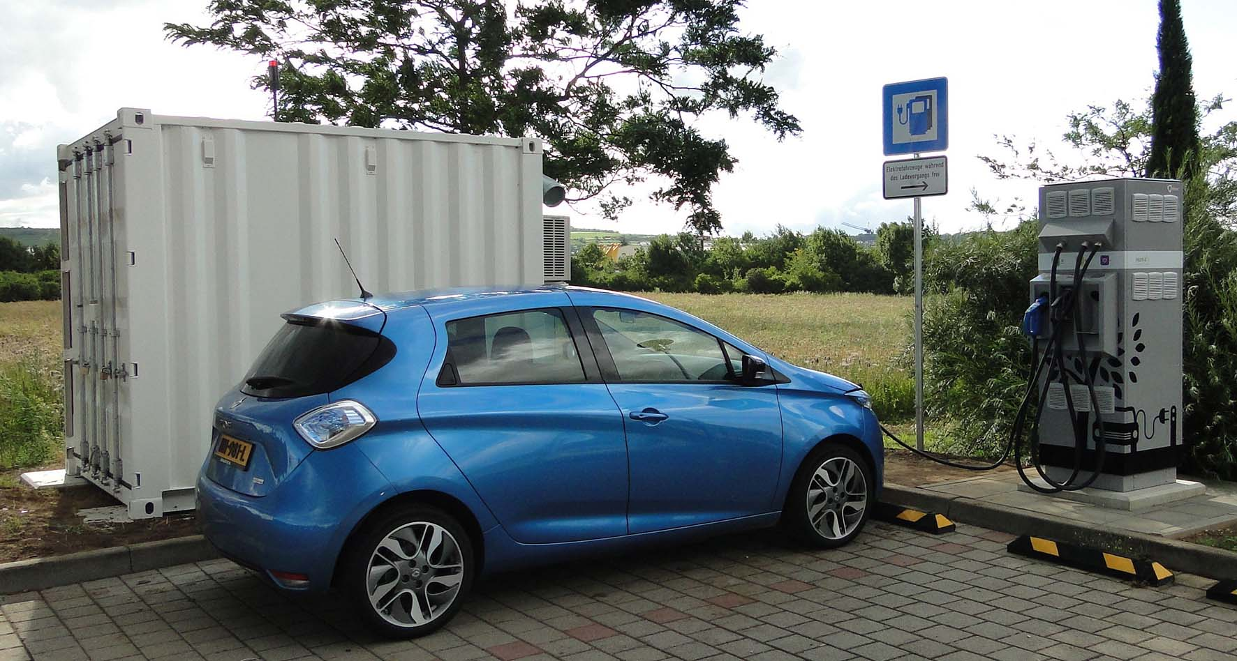 renault zoe colonnina ricarica con supporto batterie rigenerate auto