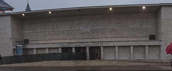 pab bolzano depotenziamento fregio mussoliniano tribunale scritta panoramica