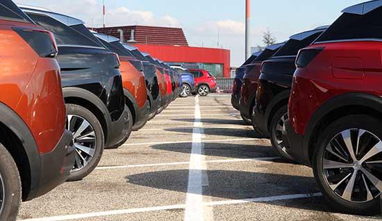 automobili parcheggio peugeot 2008