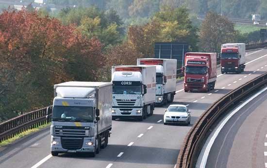 Autobrennero A22 Isera barriera antirumore fotovoltaica traffico camion