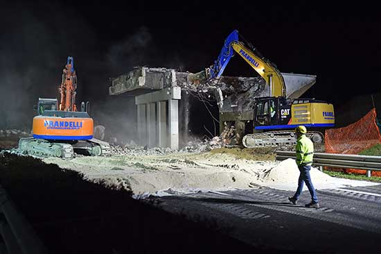 AutovieVenete Cavalcavia 417 418 demolizione e varo nuovo cavalcavia 2