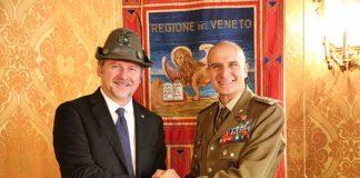 Ferro Fini il Generale Paolo Serra Comandante del Comando Forze Operative del Nord ricevuto da Roberto Ciambetti con cappello alpino