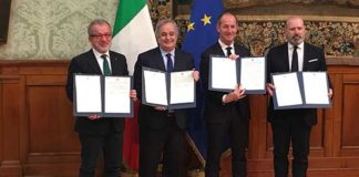 Foto firma autonomia preintesa palazzo Chigi da sx Maroni bressa zaia bonaccini