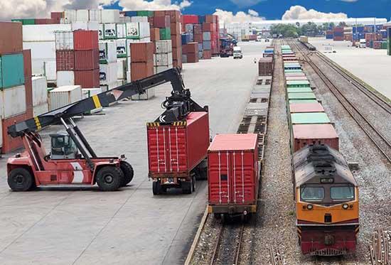 porto di trieste trasbordo container ferrovia camion