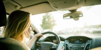 stretta sui cellulari alla guida