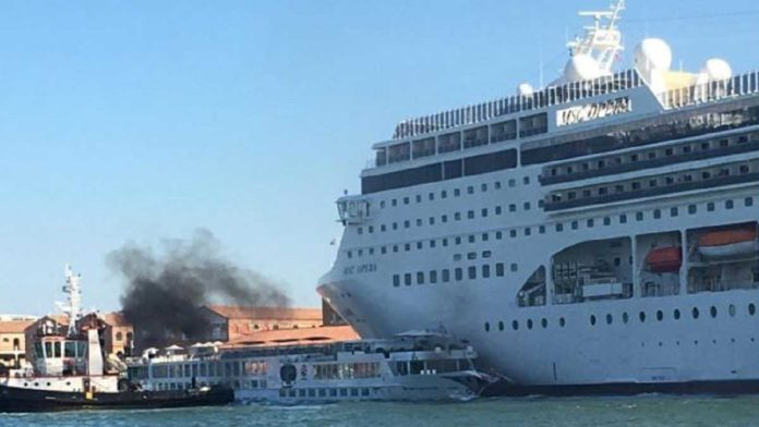 incidente tra navi a venezia